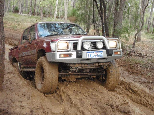 Hilux Mud Driving
