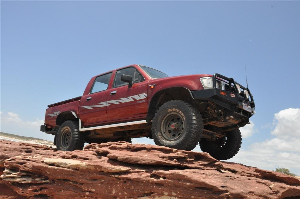 A Hilux Running 33 x 12