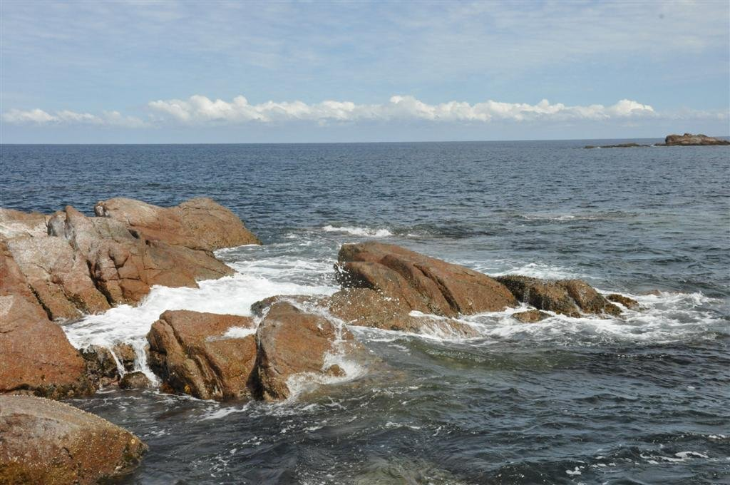 The rocky coastline around Smiths Beach
