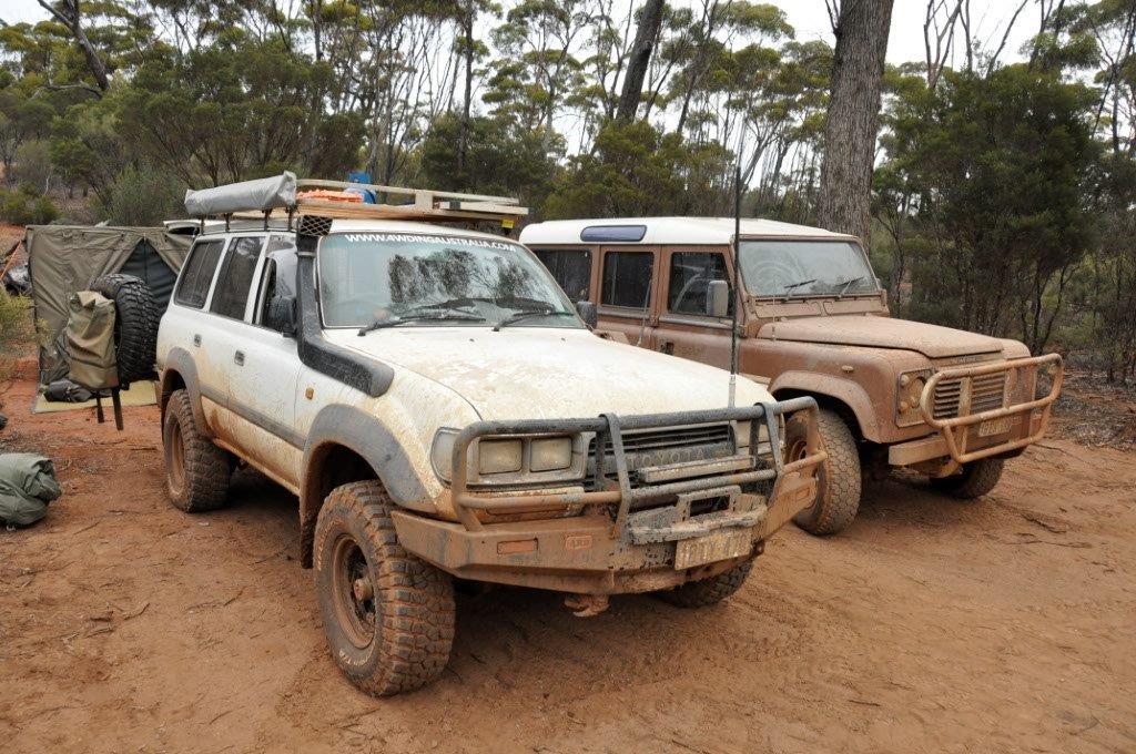 Land Cruiser vs Land Rover