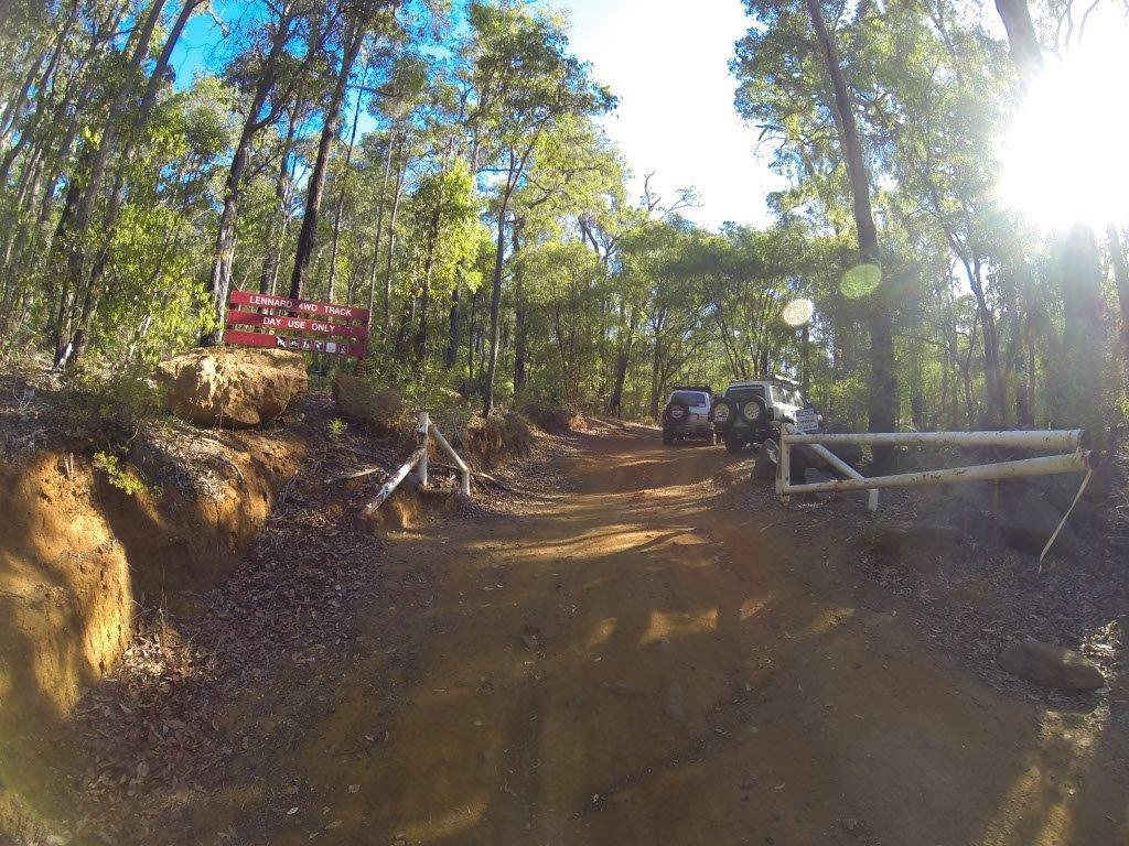 Lennard 4WD Track Gate