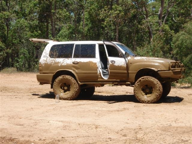 "36"" tyres on a 105 series Land Cruiser"