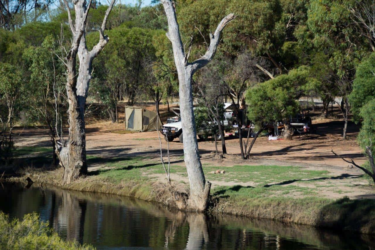 Camping along the Hotham River