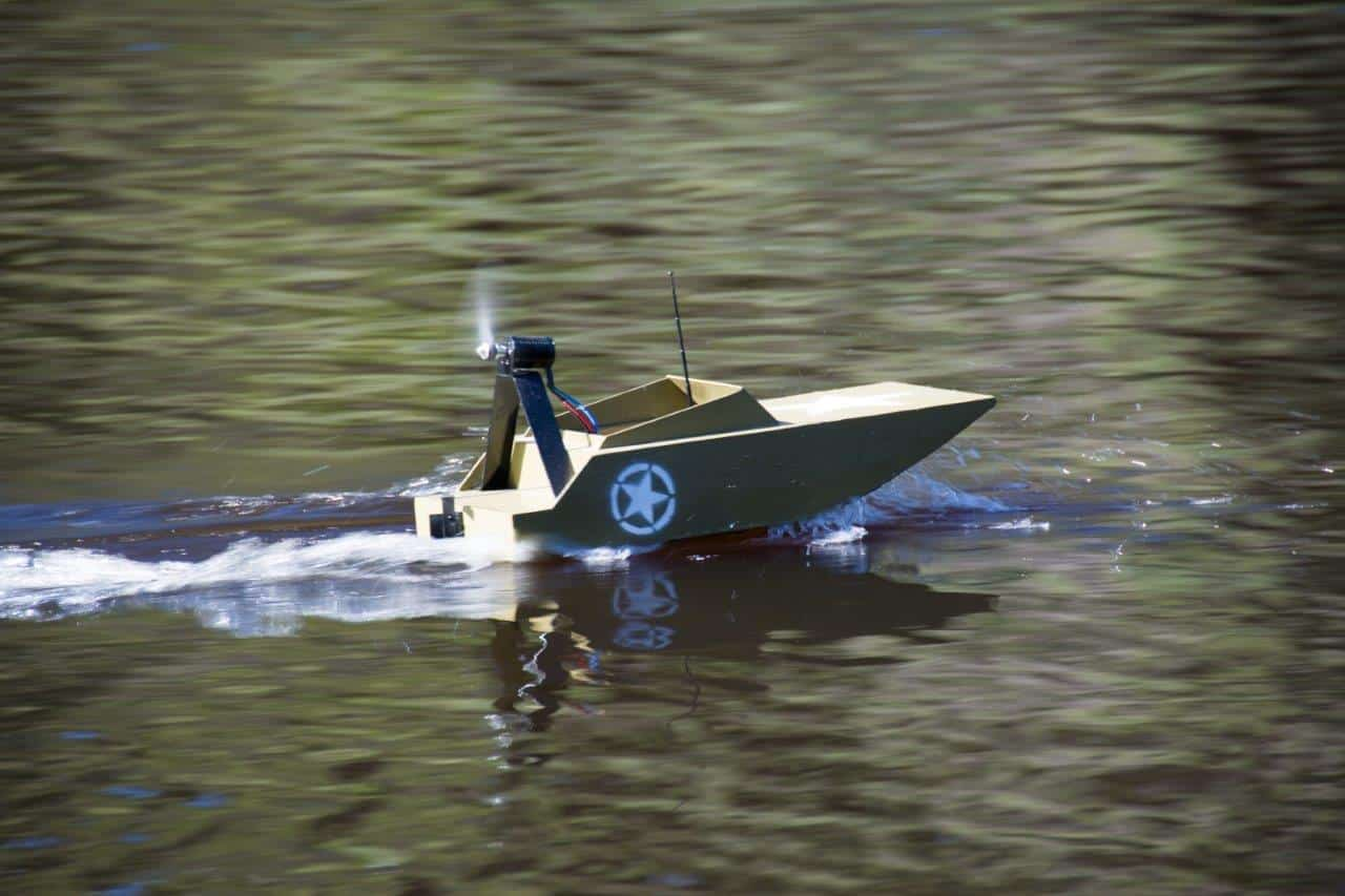 Epic little remote control boat at Dwellingup