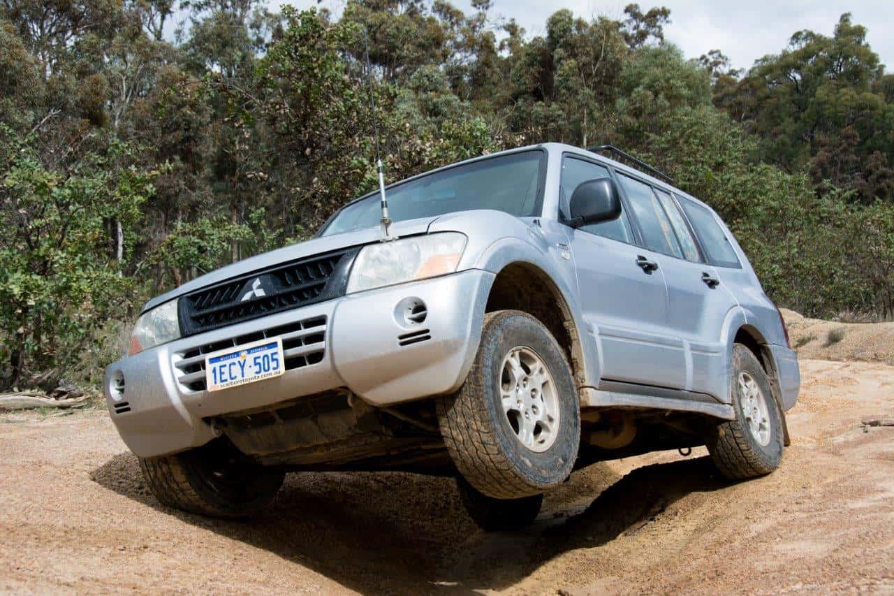 4WD tyre tread pattern
