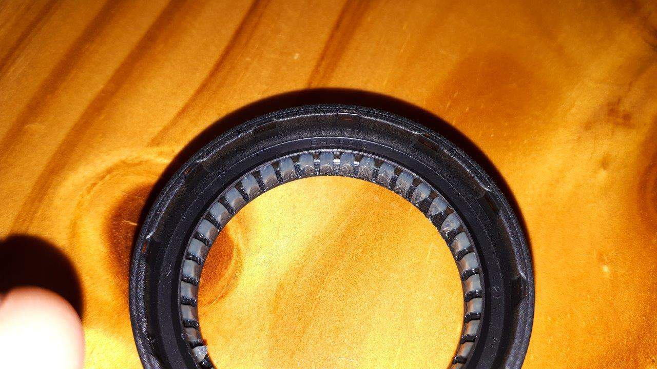 Dmax transfer case seal