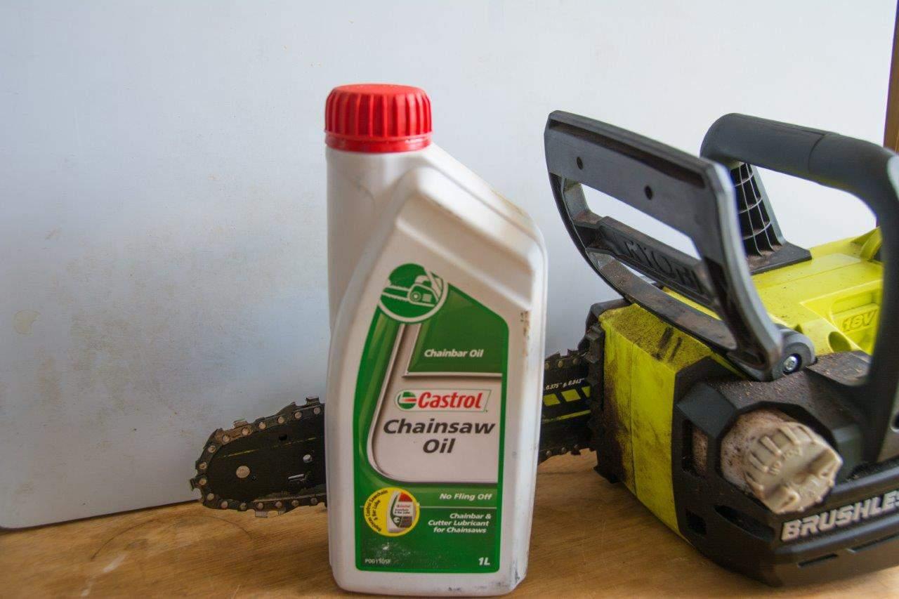 Chainsaw bar oil