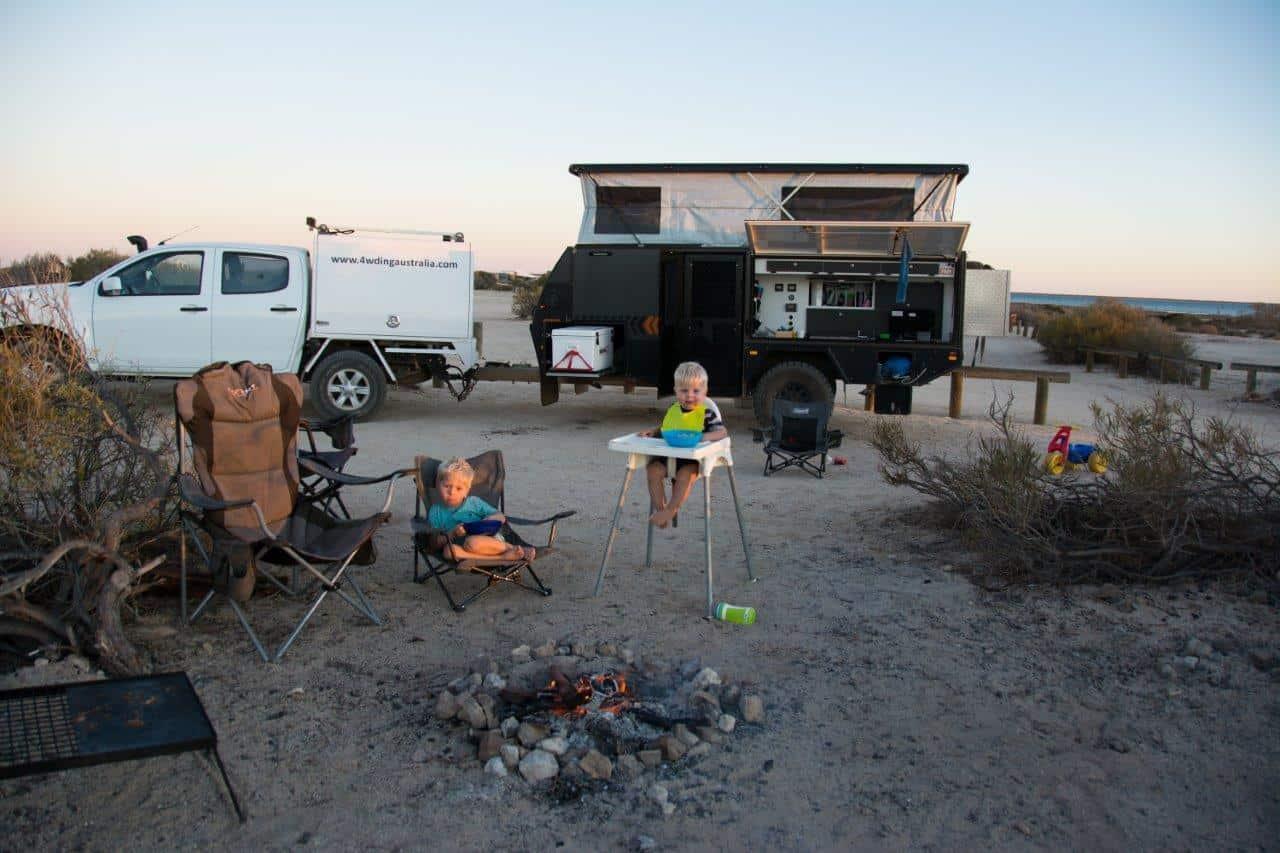 Light hybrid camper